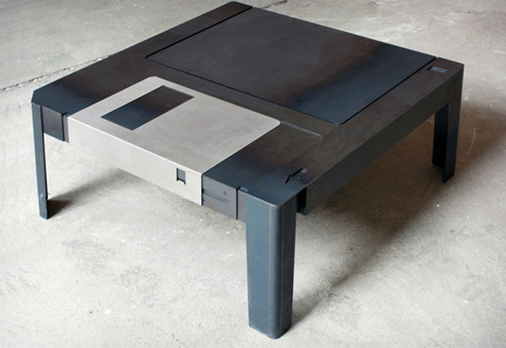 Floppy-Disk-Table